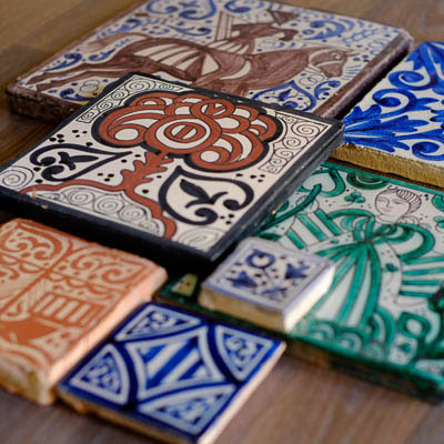 Socarrat fabricaci n de azulejos artesanales medievales for Azulejos artesanales